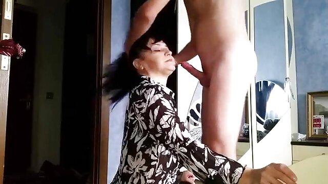 Alexis Silver, salope britannique aux gros seins porno francais hd gratuit sur un lit blanc
