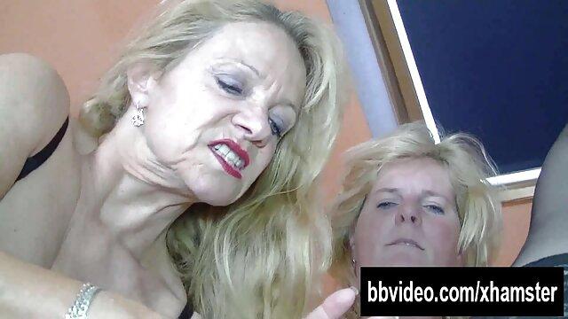 Jolie fille joue avec film x gratuit en français sa bite
